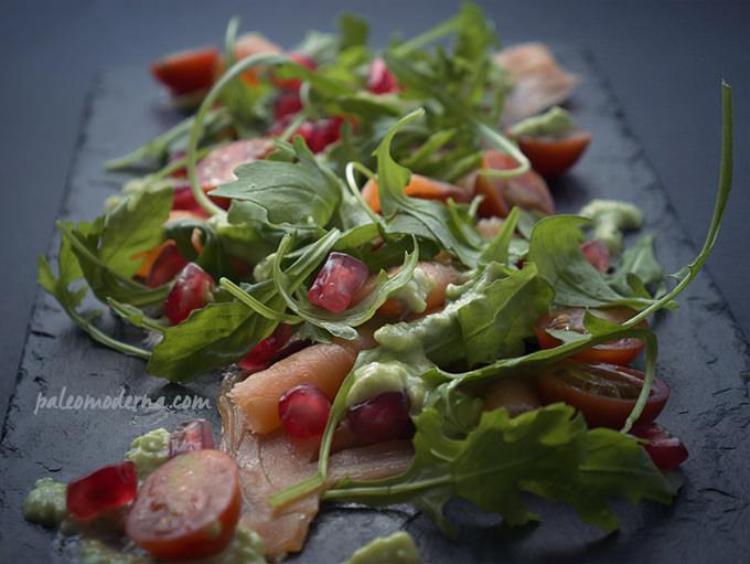 ensalada de salmón y pesto